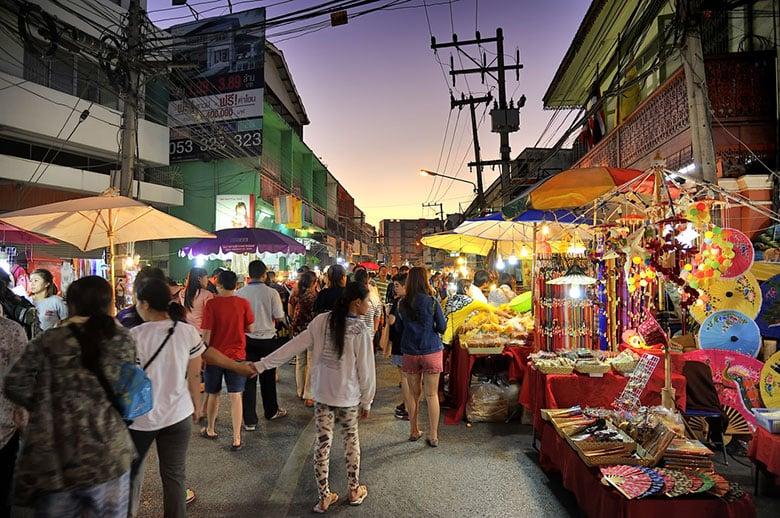 Marché du samedi soir de Walking Street — Wua Lai Road