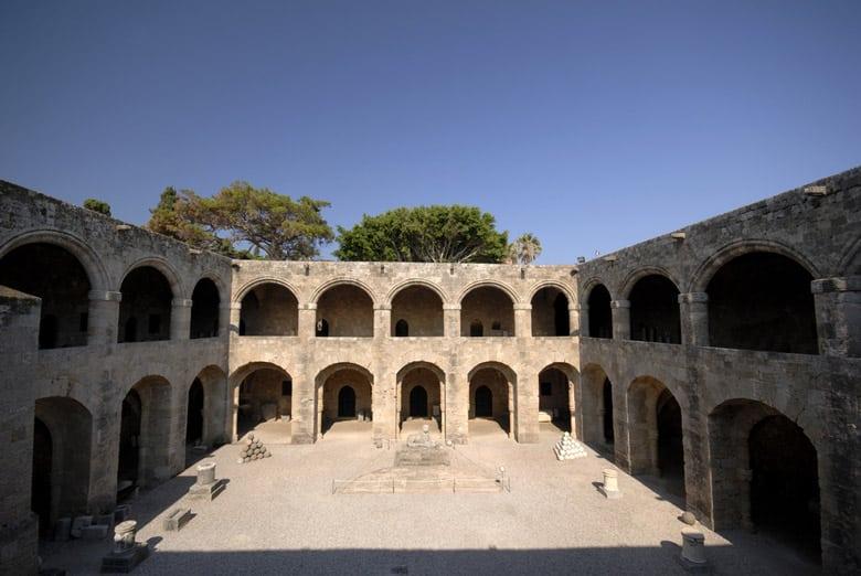 Le Musée Archéologique de Rhodes (Hospice des Chevaliers) á Rhodes
