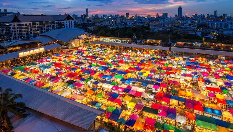 Le marché de week-end Chatuchak á Bangkok