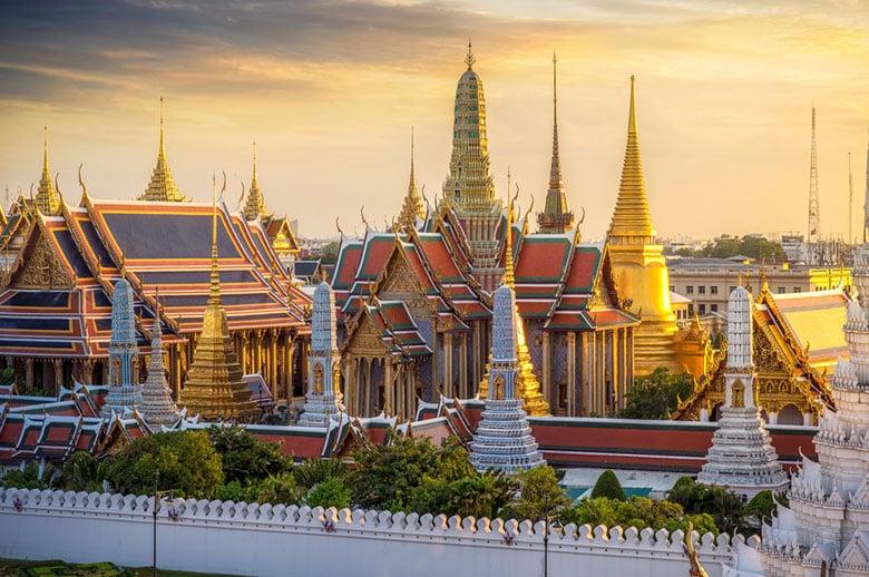Le Temple Wat Pho du Buddha allongé á Bangkok