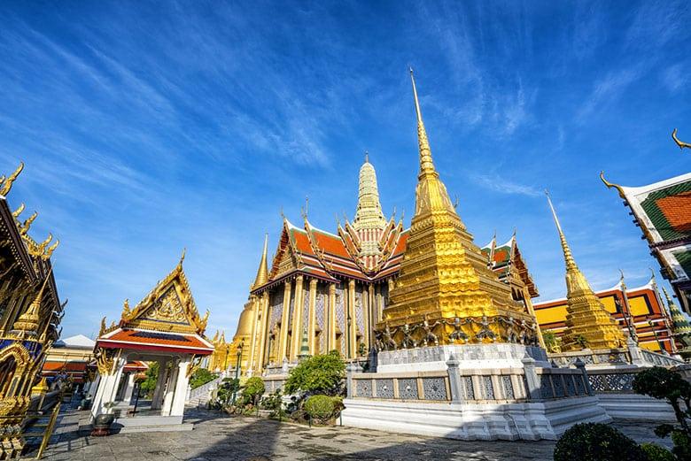 Le Temple Wat Phra Kaew du Buddha d'Émeraude á Bangkok