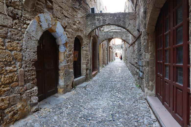 Vieille ville médiévale á Rhodes