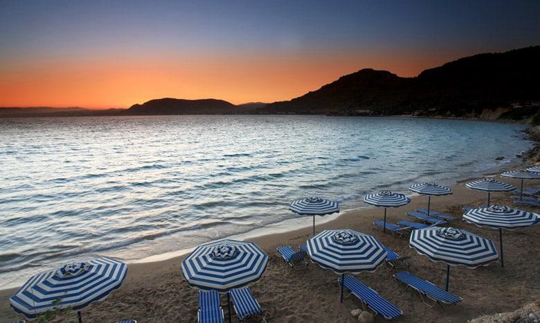 La plage de Pefkos á Rhodes