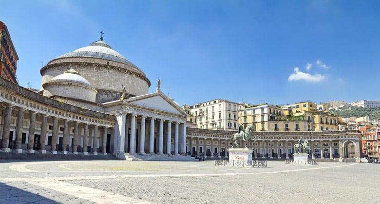 Piazza del Plebiscito á Naples