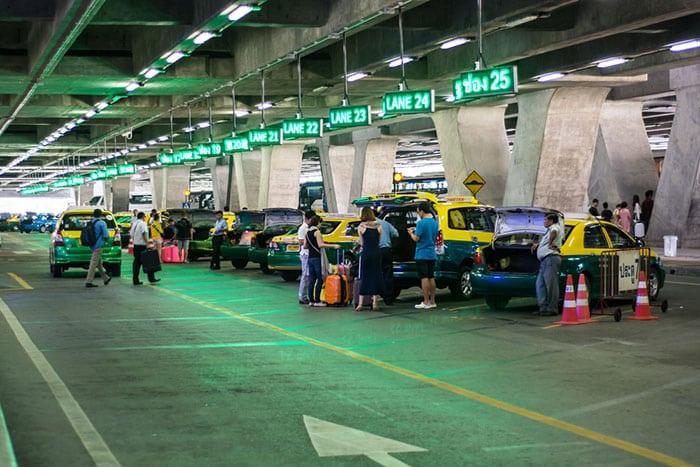 Zone dédiée à la prise en charge par les taxis de l'aéroport de Suvarnabhumi