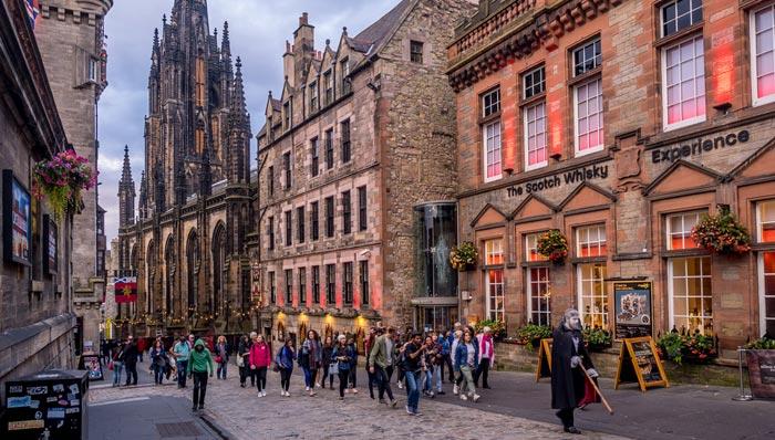 Découverte du whisky écossais á Édimbourg