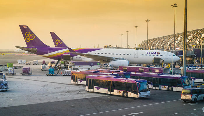 Avion de Thai Airways à l'aéroport de Suvarnabhumi