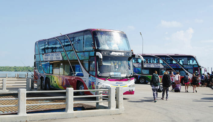 Transfert en bus de la gare à Surat Thani