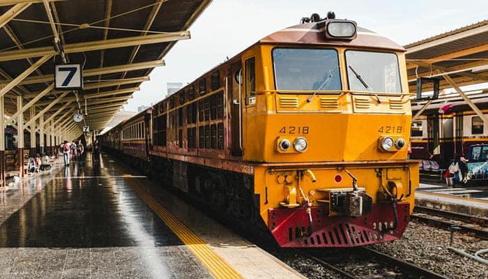Prenez le train de Bangkok à Surat Thani