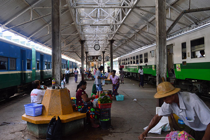 De Yangon á Bagan en train
