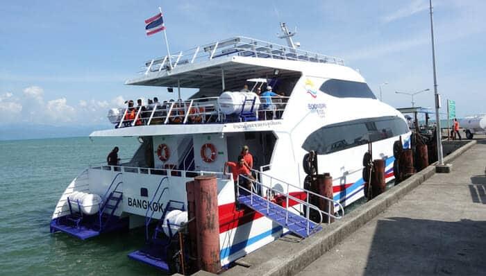 Ferry grande vitesse Boonsiri prêt à partir pour Koh Kood