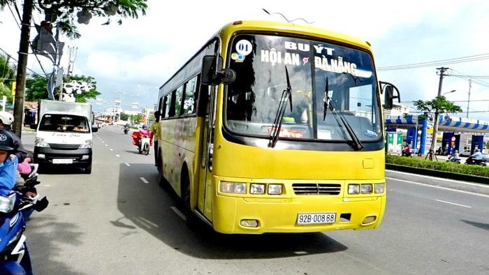 En bus public de Da Nang à Hoi An