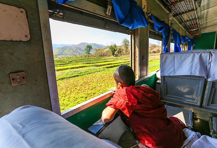 En train de Yangon à Mandalay