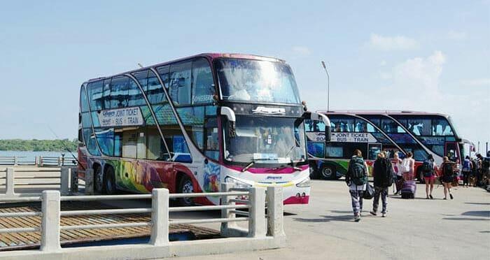 Transfert en bus du quai de Surat Thani à la gare