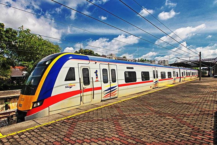 En train et bus de Kuala Lumpur à Malacca