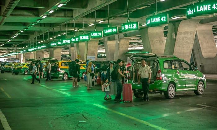 De l'Aéroport de Suvarnabhumi à Bangkok en taxi