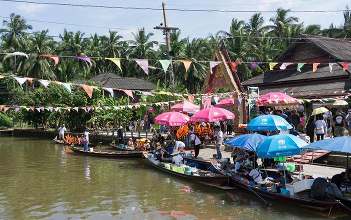 Le marché flottant de Pra Cha Rat